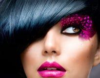 Art und Weisebrunette-Portrait Lizenzfreie Stockfotografie