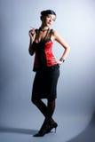 Art und Weiseeintragfaden einer jungen Frau in einem erotischen Kleid Lizenzfreie Stockbilder