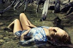 Art und Weisefoto der jungen schönen Frau Stockbild