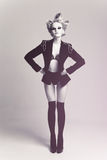 Art und Weisefrau im Mantel stockfotografie