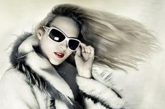 Art und Weisefrau mit sich entwickelnden Haar Stockbilder