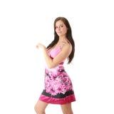 Art und Weisemädchen, das im rosafarbenen Kleid aufwirft Stockbild