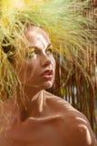 Art und Weisemädchen mit ursprünglicher Frisur Stockbild