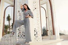 Art und Weisemädchen Moderne vorbildliche In Fashion Clothes-Aufstellung stockfotografie