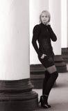 Art und Weisemädchen in Schwarzem u. im Weiß Stockfotografie