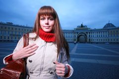 Art und Weisemädchen mit Handtasche Lizenzfreies Stockfoto
