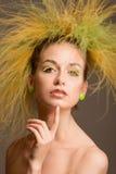 Art und Weisemädchen mit ursprünglicher Frisur Stockfoto
