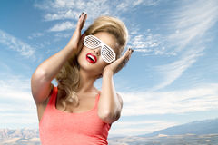 Art und Weiseportrait der hohen Art und Weise look blonde Frau des Zauberlebensstils Stockfotos