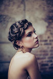 Art und Weiseportrait der jungen Frau lizenzfreie stockbilder