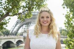 Art und Weiseportrait der jungen schönen Frau Lizenzfreies Stockfoto