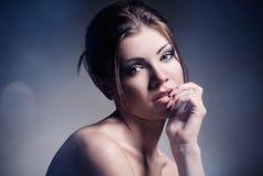 Art und Weiseportrait der schönen Frau stockbilder