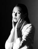 Art und Weiseportrait der schönen jungen Frau stockfotografie