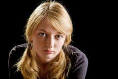 Art und Weiseportrait des schönen blonden Mädchens stockfotografie