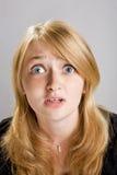Art und Weiseportrait des schönen blonden Mädchens lizenzfreie stockbilder
