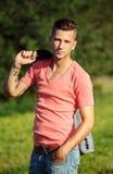 Art und Weiseportrait des stattlichen jungen Mannes Stockfotografie