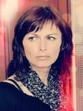 Art- und Weiseschönheits-Portrait der Mittelalterfrau Lizenzfreies Stockfoto