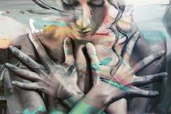 Arte abstrata da pintura: Cara feminino e mãos Imagens de Stock