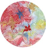 Arte abstrato, círculo colorido em um fundo branco, textura enrugada, textura rachada, fundo abstrato, círculo abstrato imagens de stock royalty free