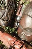 Arte africana e sculture fatte di scultura di legno dell'ebano fotografia stock libera da diritti