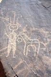 Arte antica della roccia nel Niger di una figura e di un animale Fotografia Stock Libera da Diritti