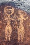 Arte antiguo de la roca en Niger de dos figuras humanas imagen de archivo libre de regalías