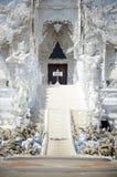 Arte budista do templo ou de Wat Rong Khun branco em Chiang Rai, Tailândia Imagens de Stock