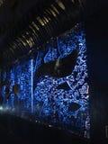 Arte con le luci blu in Milad Tower, Teheran, Iran immagine stock libera da diritti