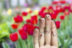 Arte conceptual do dedo da família O pai, o filho e a filha estão comemorando seu dia dos mother's Imagens de Stock
