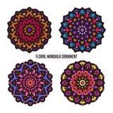 Arte d'annata della mandala con bello colore e l'ornamento floreale circolare illustrazione vettoriale