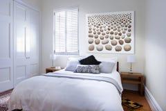 Arte da cama do quarto fotografia de stock royalty free