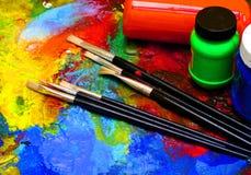 A arte da pintura utiliza ferramentas a pintura criativa fotos de stock