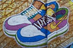 Arte da rua uns calçados imagens de stock