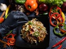 Arte de adornamiento de la presentación de la comida del estilista de la comida Foto de archivo
