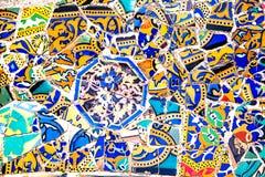 Arte de cerámica en el parque Guell en Barcelona, España Fotografía de archivo libre de regalías
