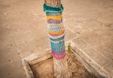 Arte de confecção de malhas da rua - Yarnstorm, para mudar cidades cinzentas imagem de stock