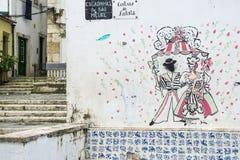 Arte de la calle en el distrito de Alfama en Lisboa imagen de archivo libre de regalías