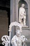 Arte de la calle: original y copia antes del Uffizi en Florencia Foto de archivo