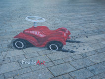 Arte de la calle que muestra la ilusión óptica Foto de archivo libre de regalías