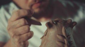 Arte de la cerámica, producto de la arcilla, moldeado almacen de metraje de vídeo