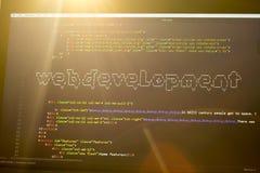 Arte de la frase ASCII del desarrollo web dentro del código real del HTML Foto de archivo