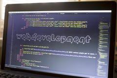 Arte de la frase ASCII del desarrollo web dentro del código real del HTML fotos de archivo libres de regalías