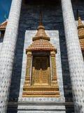 Arte de la ventana en templo budista Fotos de archivo libres de regalías