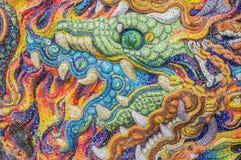 Arte de los nagas esmaltados de la teja en la pared del santuario Imagen de archivo libre de regalías