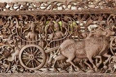Arte de madera de la teca de Oxcart Fotos de archivo