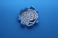 Arte de papel coberta tirada de Brain Pass Through A mão de papel humana Cutted imagens de stock