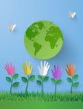 Arte de papel do conceito do eco com fower multicolurful da mão na GR Fotos de Stock Royalty Free