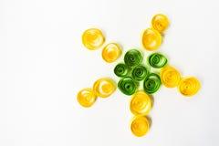 Arte de Quilling Flor o estrella en el fondo blanco Fotos de archivo libres de regalías
