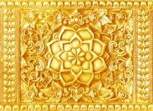 Arte de talla de oro en el templo de las paredes en Tailandia Fotografía de archivo libre de regalías