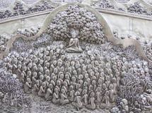 Arte de talla de plata del estilo tailandés en la pared del templo Fotos de archivo libres de regalías
