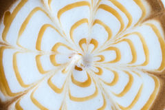 Arte del café del Latte con caramelo en la superficie Fotografía de archivo